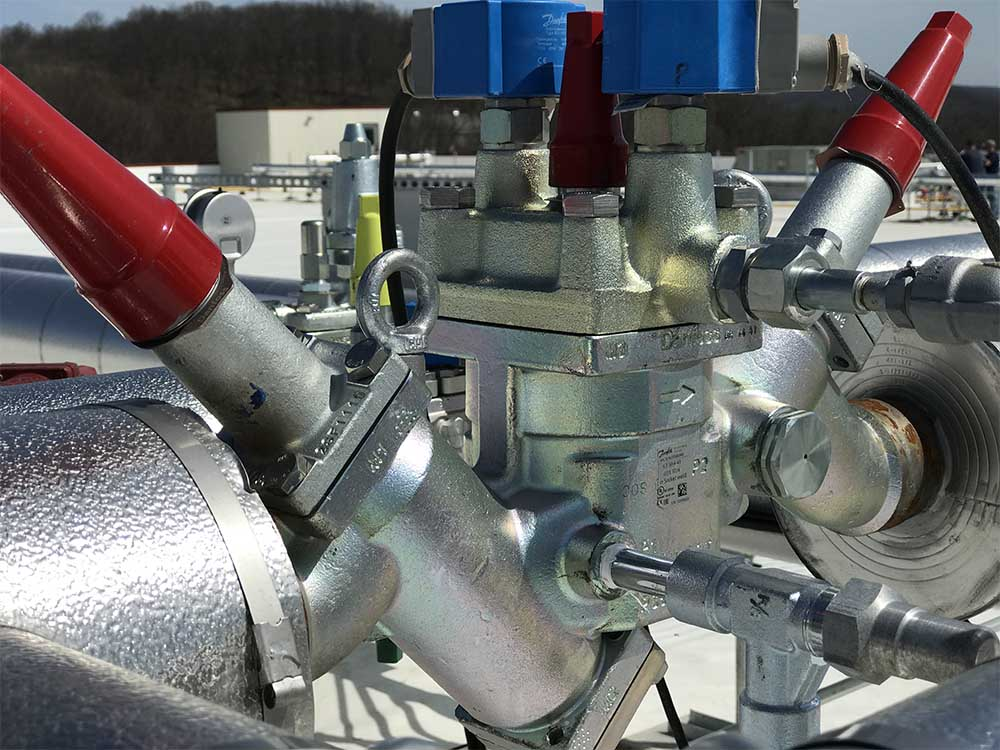 Refrigeration fixture on roof